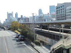 神戸の中心元町。三宮の次の駅がここ。実はここにも撮り鉄ポイントがある。
