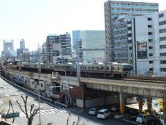 そのほか、駅から線路沿いにちょっと西へ行くと、花隈公園という城壁みたいな所があって、そこからもこのように撮れる。