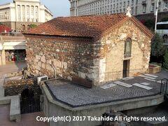 聖ペトカ教会(Света Петка Самарджийска)  古代ローマの宗教施設跡に建造された半地下のブルガリア正教会の教会です。   聖ペトカ教会:https://ja.wikipedia.org/wiki/%E8%81%96%E3%83%9A%E3%83%88%E3%82%AB%E6%95%99%E4%BC%9A ブルガリア正教会:https://ja.wikipedia.org/wiki/%E3%83%96%E3%83%AB%E3%82%AC%E3%83%AA%E3%82%A2%E6%AD%A3%E6%95%99%E4%BC%9A