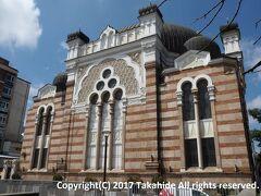 ソフィア・シナゴーグ(Софийска синагога)  1909年9月9日に使用開始された、東南ヨーロッパで最大、欧州でも3番目に大きな(セファルディム(???????)では最大)シナゴーグ(??? ?????)です。   ソフィア・シナゴーグ:https://en.wikipedia.org/wiki/Sofia_Synagogue ソフィア・シナゴーグ:http://www.sofiasynagogue.com/index.php?lang=en 東南ヨーロッパ:https://ja.wikipedia.org/wiki/%E6%9D%B1%E5%8D%97%E3%83%A8%E3%83%BC%E3%83%AD%E3%83%83%E3%83%91 セファルディム:https://ja.wikipedia.org/wiki/%E3%82%BB%E3%83%95%E3%82%A1%E3%83%AB%E3%83%87%E3%82%A3%E3%83%A0 シナゴーグ:https://ja.wikipedia.org/wiki/%E3%82%B7%E3%83%8A%E3%82%B4%E3%83%BC%E3%82%B0