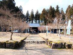 長岡市内にある「雪国植物園」に到着。