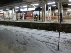 途中の米沢駅も雪がいっぱいでした。