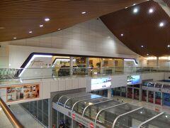 クアラルンプール空港に到着。 このあとのシドニー行きまで約6時間の接続時間があります。(笑)