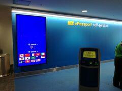 日本人をはじめ15ケ国の旅行者はeパスポートのセルフサービスで簡単に入国できます。 もちろん事前に観光ビザのETA登録が必要ですが。