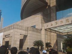 9時前に上海博物館到着。 少し並んでいたので列の後ろに着く。 乞食のおじさんが回って来たので、コインを2枚入れた。 1.1元だったようだ。まぁ喜んでいたようだし良しとする。