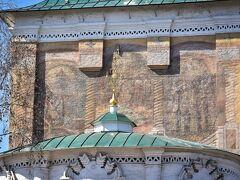 スパスカヤ教会 壁面のテンペラ画は、白壁の修復時に偶然発見されたそうです。 やはり、ガイドさんがいると便利だな~