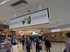 小さな空港ですが、中は広くて快適でした。