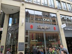 チョコレートのお店 チョコでコーティングしたバームクーヘンなどを購入