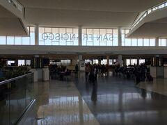 サンフランシスコ国際空港 お店はたいしたものはありませんが、 明るい雰囲気で、結構いいです。