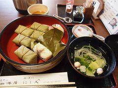 一旦上千本まで上がったのですが、お昼時になり、お腹が空く。一旦勝手神社の辺りの食堂で昼食を食べようと下がり、にしやさんというお店で吉野名物の柿の葉寿司の定食を頂きました。
