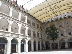 スペイン馬術学校。