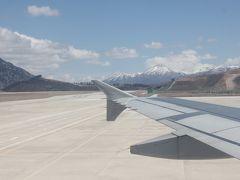 ほぼオンタイムで九寨溝空港到着  ここは3440メートルの高地  昨日から高山病の薬を飲み始めました