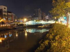 【夜の幸福川 高雄 2017/05/03】  妻、荘哲家族と歯のクリーニングに行った時に、みんなお終わるのを待っている時間を利用して、夜の幸福川を散策してみました。川からの心地よい風が吹いていました。