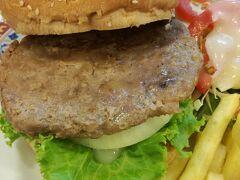 TOOK LAE DEE ビーフハンバーガー   マクドナルドよりも肉がジューシー(フードランドの冷凍パテだと思う)  88バーツ
