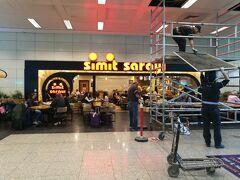 SimitSaray(アタテュルク国際空港)  チェーンのベーカリーカフェ。市内にも多数あり。