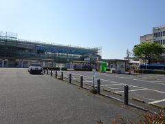 岩国駅。 現在駅舎を建て直す工事中で、駅としては必要最小限度の機能しかない。