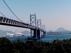 時間が思いの外余ったので、与島PAへ行くことに。 坂出から高速に乗り岡山方面へ。 瀬戸大橋を渡っていくと、与島PAへ。 ここから坂出側を見ると感動的です。