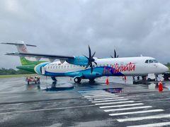 http://4travel.jp/travelogue/11243236の続編です。  バヌアツ3日目 おはようございます。 朝ホテルでバッチリ食べ、空港まで送ってもらいました。 これから大好きなプロペラでエスピリッツサント島に飛びます。  今日はお天気も余り良くなく嫌な予感が?  30 APR NF210 VLI SON 0900 0950