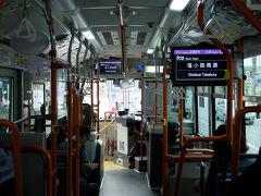 車内でうとうと気が付けば京都駅到着です   慌ててバス乗り場へ 出町柳へ行きたいのですが    バス乗客の整理してる人の尋ねる  2番の乗り口です、 あそこの 発車寸前のバスに乗り込む