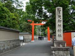 神社の境内に、、         驚き  今迄 気が付きませんでした   京都は 広い。。  鳥居は有りますが 下賀茂神社の社はこの奥です。
