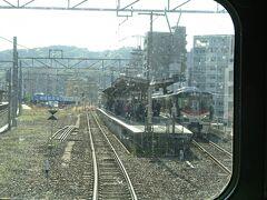 横川駅可部線ホーム。 山陽本線(左側にある)とはすでに分岐している。
