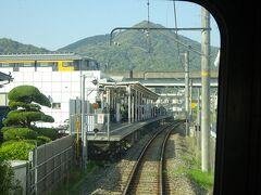 大町駅。 アストラムラインとの乗換駅。左上にその電車が停まっているのが見える。