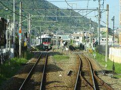緑井駅。 朝と夕方以降はこの駅で折り返す電車がある。 この1本前が緑井止まりの電車で、それが停まっていた。