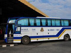 パクセ―行きの国際バス。一人200バーツです。午前9時発。