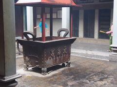ホーチミンに戻ってきました。 本日日中のツアーはここティエンハウ寺で最後です。
