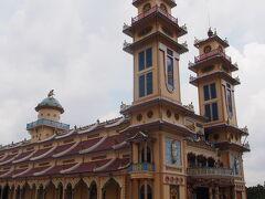 カオダイ教寺院到着。
