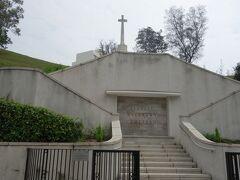 赤柱の目的地は、ここ、赤柱軍人墓地。  スタンレーの中心部から15分ぐらい歩いて到着。