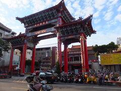 関帝廟  武廟市場の対面にあります