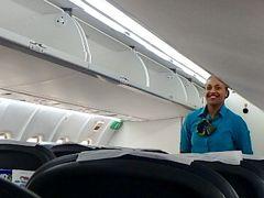 http://4travel.jp/travelogue/11243303④の続きです。  04 MAY  NF239  TAH VLI  0920 1000  フライト時間変更で10時前には タンナ島からポートビラに戻ってきました。