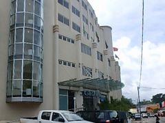 バヌアツ最終日ホテルは市内中心地の景色のよいこちらに移動。  フライトをExpediaで予約したのでホテルも割引 チェック・イン時やはりちょいトラブリましたが無事に。  お部屋用意出来るまで荷物預け市街散歩へ。