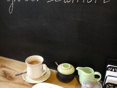 次の待ち合わせまでの合間に、日本人経営のケセラでひとりコーヒータイム。