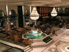 今回はこちらのホテルに泊まりました。   Kowloon Shangri-La Hong Kong カオルーンシャングリラ香港  大幅に到着が遅れ、もうぐったり… テンション下がっていたのですが、 なんとなんと!