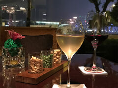 ホテルに戻って、バーで寝酒タイム♪ めちゃくちゃ素敵なバーでした。