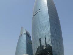 バクーの象徴とも言える、フレームタワーズ。まだ建築中ですが、中はホテルやマンション、オフィスなどが入居しているそう。