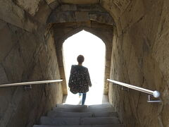 シルヴァン・シャフ・ハーン宮殿。階段を下りて…
