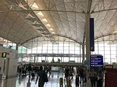 香港国際空港到着。