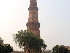 フマユーン廟の次は、クトゥブ・ミナールへ。  世界で最も高いミナレット。