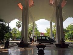 ホテルは、「The Privilege Floor」に宿泊。 「Borei Angkor Resort & Spa」というホテルの最上階にあります。  想像していたより、大きなホテルでした。