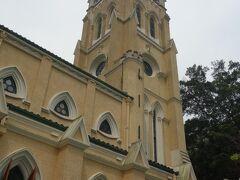 ピークトラムを降りて、すぐちかくにある教会。  セントジョーンズ教会。  中はなんと、お葬式の最中でした。  神妙にお参りさせていただきました。