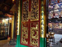 文武廟。  ここは観光客も多いけど、地元の人がたくさんお参りに来ているお寺のようでした。