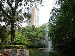 だいぶ疲れて、憩いがほしかったので、九龍公園に。  噴水が涼しくて、気持ちよかった。