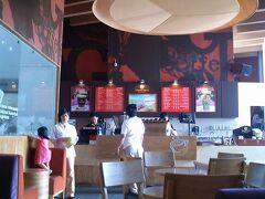クレッセントモールのグロリア・ジーンズコーヒーへ。アメリカのチェーン店で、ベトナムコーヒーじゃない<普通のコーヒー>が飲めます。