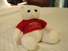 今回泊まったホテルは、 The Westin Bund Center Shanghai ウェスティン 外灘センター 上海 (上海外灘中心威斯汀大飯店)    チェックインのとき貰った、 ギフトのぬいぐるみ。