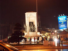 タクシム広場周辺まで来ました。 特にお店を決めてなかったので、適当なトコへ。
