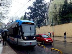街を走る路面電車Tramvayトラムヴァイ(トラム)。