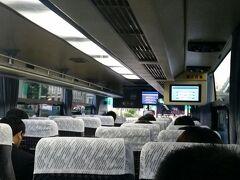 週末金曜日のT-CAT 羽田便のバス 18:30発ということで出張帰り?単身赴任者? 皆様ご苦労様です。  ほとんどの方は国内線ターミナルで降りました。